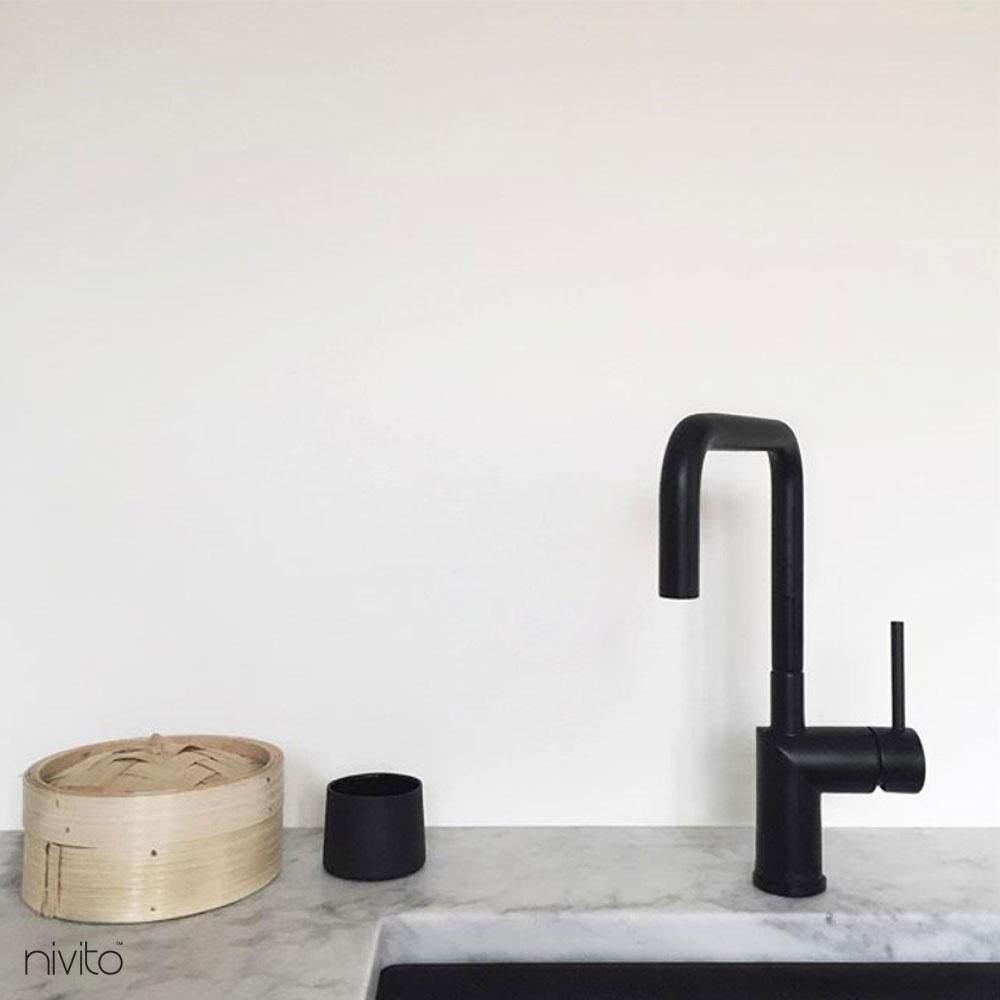 Acqua miscelatore nero